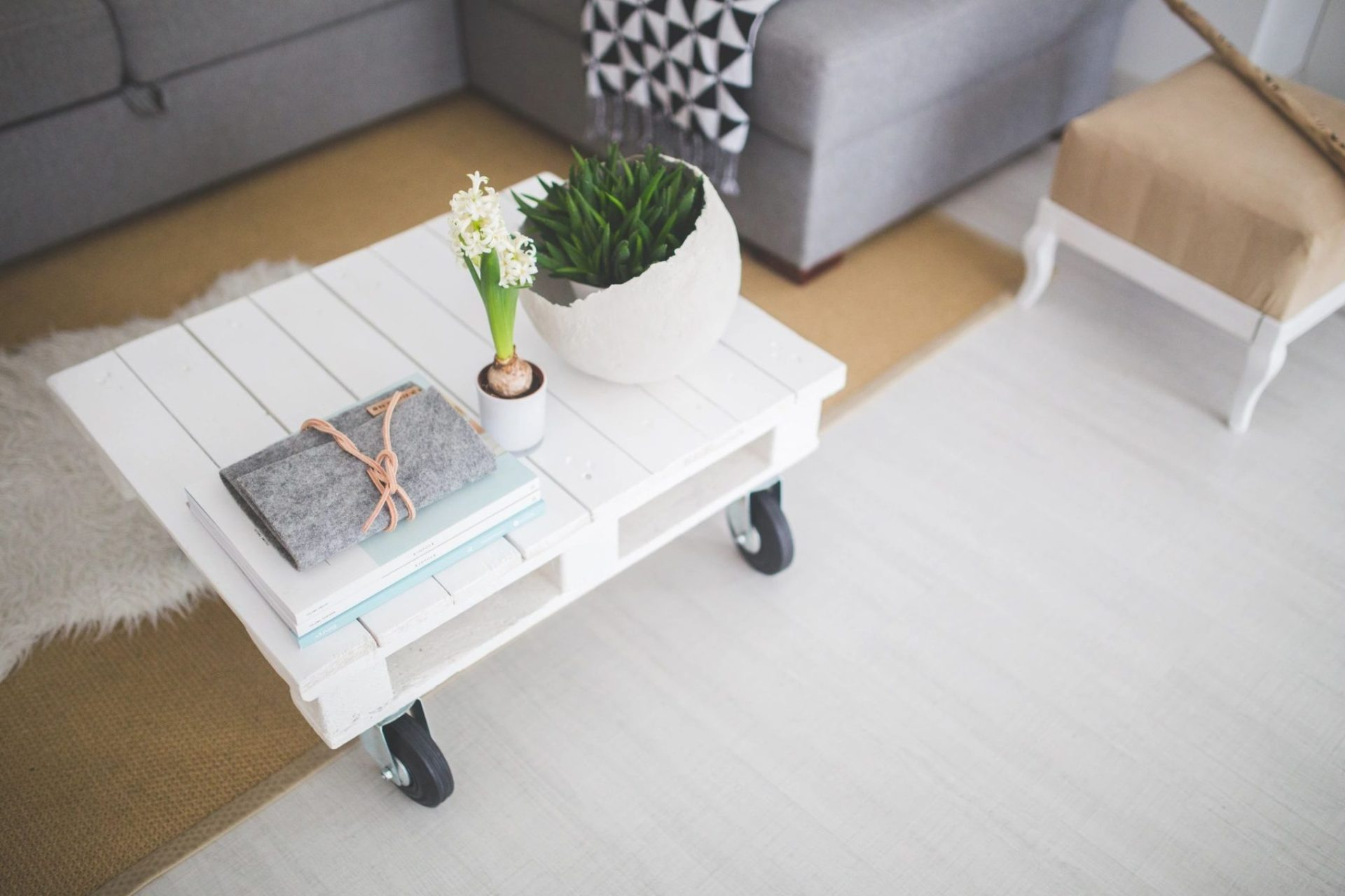 minimalism , decluttering, living with less, how to simplify and declutter your home.