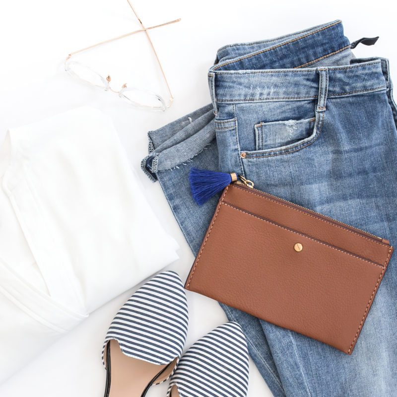 How to create a stay at home mom capsule wardrobe